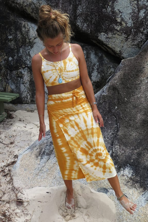 SeaMeHappy-crop-top-wrap-skirt-ensemble-sfeerbeeld