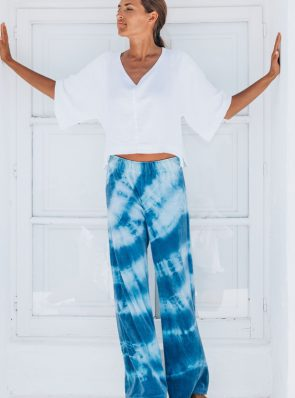 SeaMeHappy Bali Top white and Sea Me Happy soft velours Aloha pants blue. Hand dyed in Belgium.