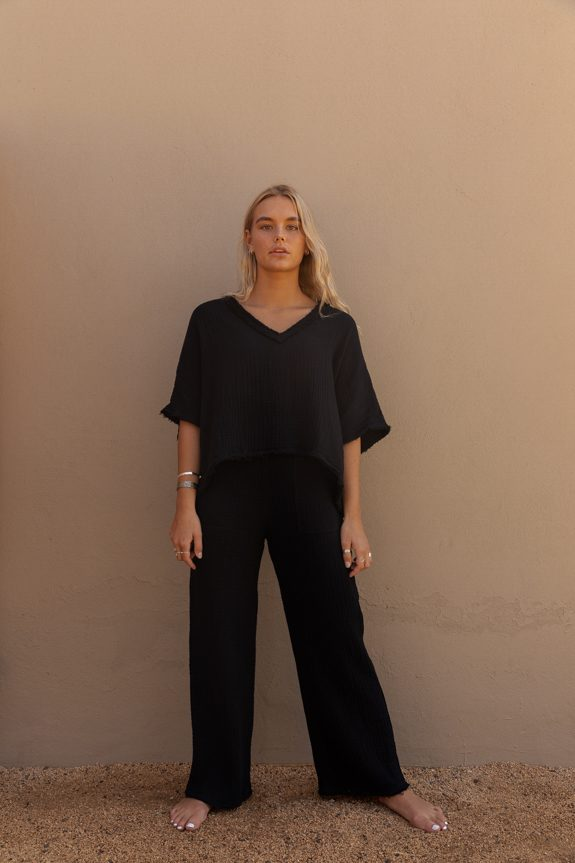 Sea Me Happy Fiji pants black and Fiji top black, loose fit, 100% cotton, no ironing.