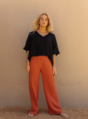 Sea Me Happy Fiji pants rust and Fiji top black, loose fit, 100% cotton, no ironing.