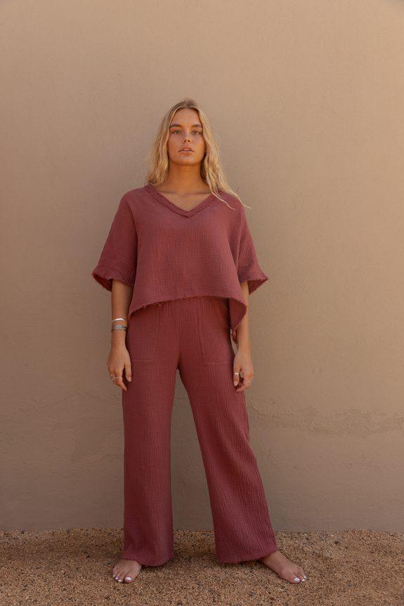 Sea Me Happy Fiji pants shiraz and Fiji Top shiraz, loose fit, 100% cotton, no ironing.
