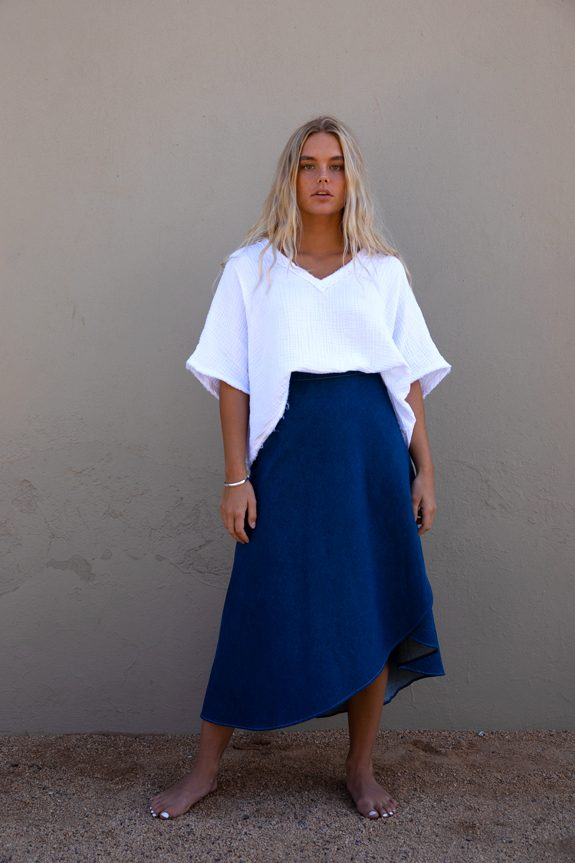 Sea Me Happy wrapskirt jeans dark blue with white top