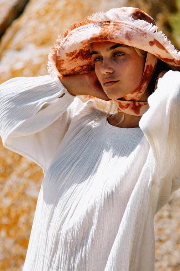 Sea Me Happy Mercedes Blouse in ecru, 100% cotton and Soleado hat in tie-dye